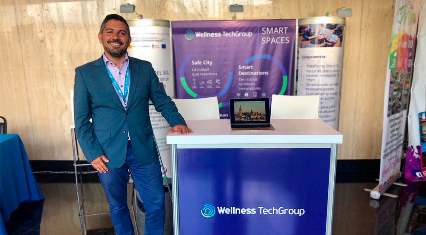 Tarek Saliba en el stand de Wellness TechGroup.